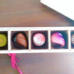 娘からのプレゼント♪木箱に入ったGODIVA(ゴディバ)の美しいチョコレート詰め合わせ