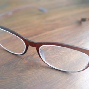 安物の老眼鏡で大失敗…頭痛と肩こりが悪化してしまいました…。
