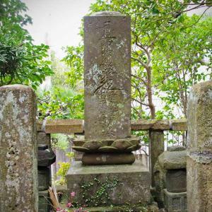 大巧寺(だいぎょうじ)産女霊神、福子霊神の墓碑