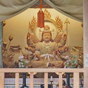長谷寺 鎌倉(大黒堂・弁天堂・弁天窟)窟内壁面には弁財天と十六童子が彫られています