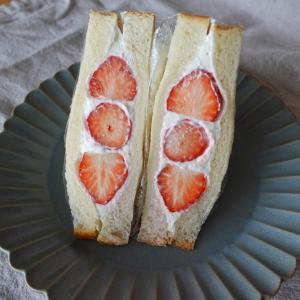 ひなまつりは角食パンでふんわりイチゴサンド