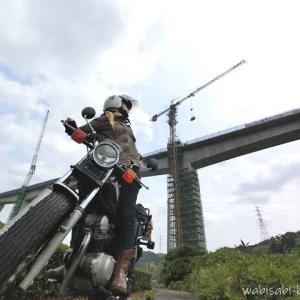 工事中の橋と、バイク写真撮影