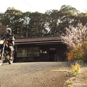 【セルフポートレート(自撮り)】無人駅を背景にしたバイク走行写真に挑戦!