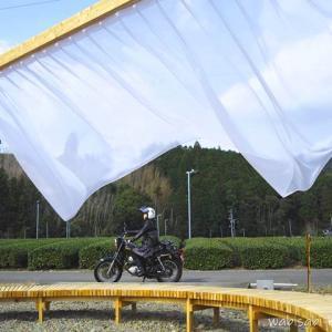 【セルフポートレート(自撮り)】屋外アート「ちゃばらのカーテン」とのバイク写真に挑戦!