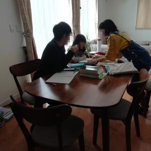 休校中のリビング学習風景と勉強のタイムスケジュール