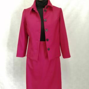 赤いウールスーツ