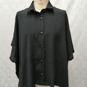 裁ち出し袖のビッグシャツ