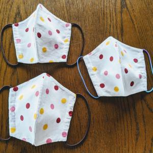 手縫いで接着芯地を使ってキレイにマスクが完成!
