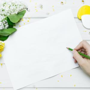 真っ白な紙が苦手だったはずなのに今は白い紙を求めています