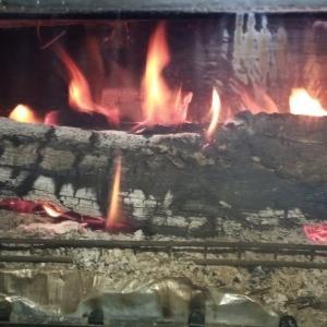 鉄板薪ストーブの圧倒的な即暖。