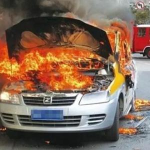 中国で発火するEV車