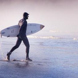 寒い寒い…冬のサーフィンの必需品 体を温める防寒9アイテム