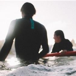冬サーフィンの必需品「ドライスーツ」と「セミドライ」の特徴とメリット・デメリットまとめ
