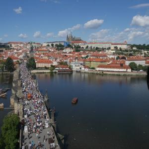 プラハの代表的観光地 カレル橋からプラハ城へ 時差ボケを使って早朝の散策がおすすめ  ジョン・レノンの壁にも立ち寄り【2019年旅行記14‐12】