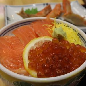 函館市街散策 グルメ編 「ラッキーピエロのハンバーガー」「函館朝市の海鮮丼」「ハセガワストアのやきとり弁当」【2020年旅行記6-8】