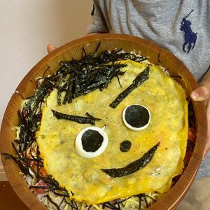 どーん!息子からの 自画像ちらし寿司♡