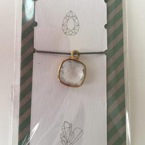 一目惚れの水晶のチャームを使ってピアス作り。