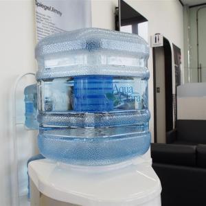 冷たい水あります!?暖かいのも出ます!?