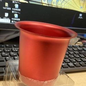 ファンネル形状のカップホルダー&ピラーバー