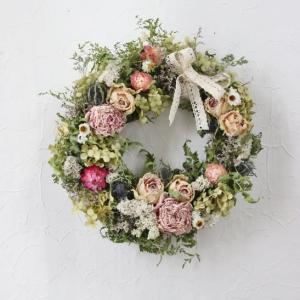 優しいバラと芍薬のリース