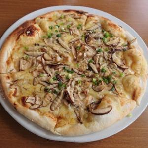 """エコレストラン「あいのの」さんの""""みそきのこピザ"""" #岩手 #矢巾 #ピザ"""
