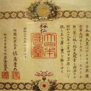 カーチス・ルメイ(アメリカ軍)  日本本土に焼夷弾の雨を降らせ、 100万人を焼き殺した張本人。