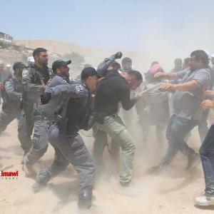 イスラエルによる先住民の強制退去、エルサレム 近郊のベドウィン集落ハーン・アル・アフマル村の解体撤去作業は続く