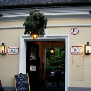 2006中欧魅力の街巡り【ウィーン①】ウィーンの森を散策、そのあとは「ホイリゲ」で白ワインと夕食、ベートーヴェンの小径