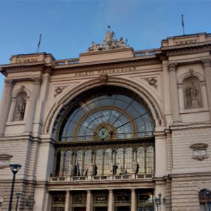 2006中欧魅力の街巡り【ブダペスト①】国際列車でハンガリーへ、ブタペストの最初の夕食はちょっと優雅に老舗高級レストランで