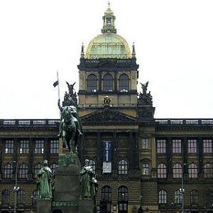 2004冬の中欧・オペラとビール三昧④ 火薬塔・国立博物館・ヴァーツラフ広場などブルタバ川から東部の観光スポット巡り、ミンシャのレストランにも