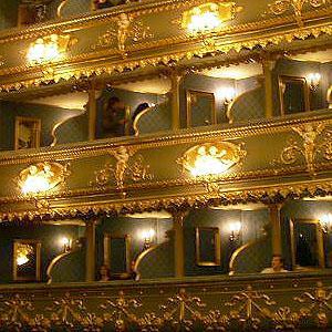 2004冬の中欧・オペラとビール三昧⑥ 乗り物好きを虜にする国立技術博物館、夜は待望のエステート劇場でオペラ「魔笛」鑑賞
