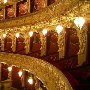 2004冬の中欧・オペラとビール三昧⑧ プラハ市内をカメラ片手に写真散歩、夜はプラハ国立オペラ歌劇場でプッチーニの「Tosca」鑑賞