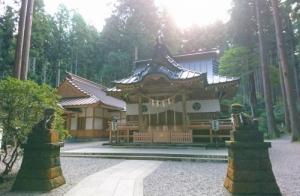 御岩神社の神様に、台風を念じて動かすことについて尋ねる