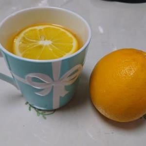 家の庭にできたレモン