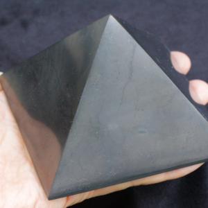 【新着】浄化・電磁波対策用!シュンガイトピラミッド特大