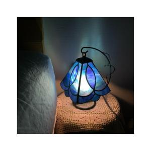 常夜灯にブルーのステンドグラスランプ