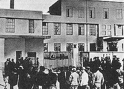 戸田城聖の出獄:「黎明」の章を比較検討する