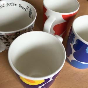 マグカップの茶渋を落とす。