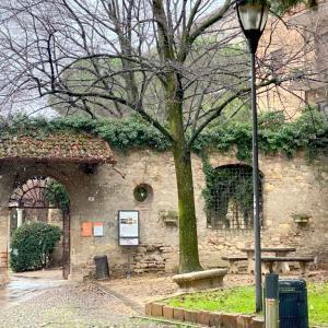 イタリア・ヴェローナ ジュリエットのお墓参りへ