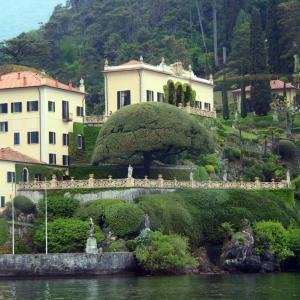 イタリア・コモ湖 おしゃれ桟橋と船乗り場