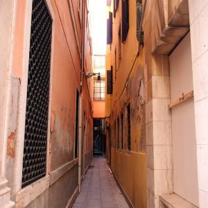 イタリア・ヴェネツィア  迷路のような小径✨