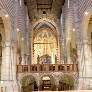 イタリア・ヴェローナ イタリアン・ロマネスクの傑作教会✨✨✨