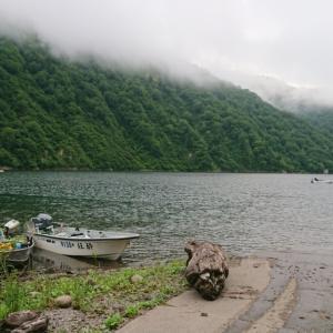 銀山湖にレイクトローリング
