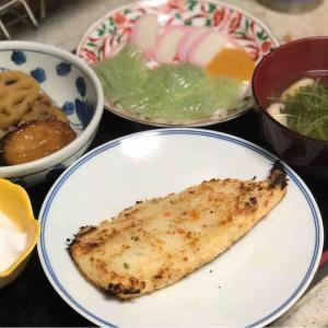 今日の晩飯「骨無し白身魚の香味パン粉焼き」-小雨降る午後に