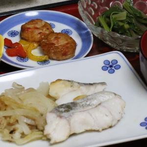 今日の晩飯「真ダラとタマネギの蒸し焼き」-ひっそり、こっそり