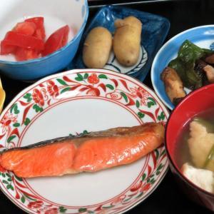 今日の晩飯「焼き塩鮭」-曇天