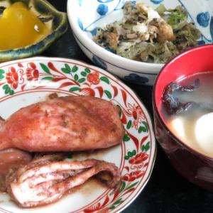 今日の晩飯「イカのキムチ炒め」-尽きるネタ