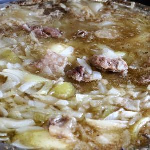 今日の昼飯と晩飯「牛スジ煮込み」