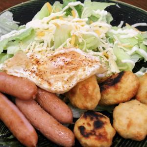 今日の昼飯と晩飯「ソーセージとチキンナゲット」