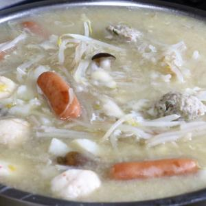 今日の昼飯と晩飯「魚介類の練り物ときのこなどの中華スープ」